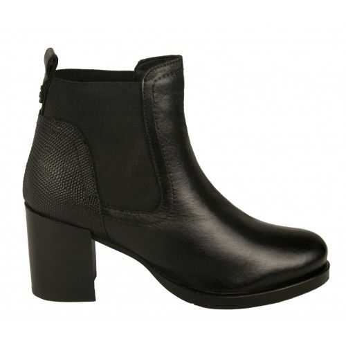 Basic leather ankle boots...