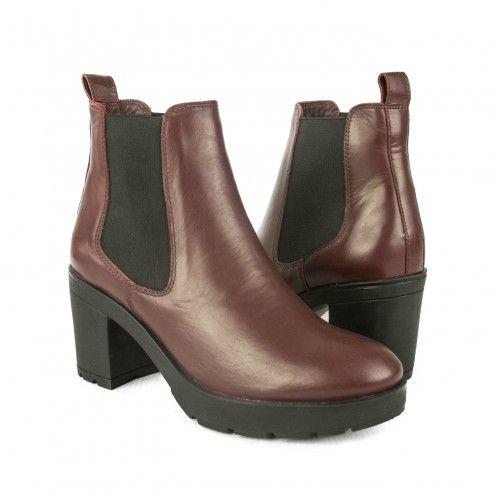 Stiefel mit elastischem...