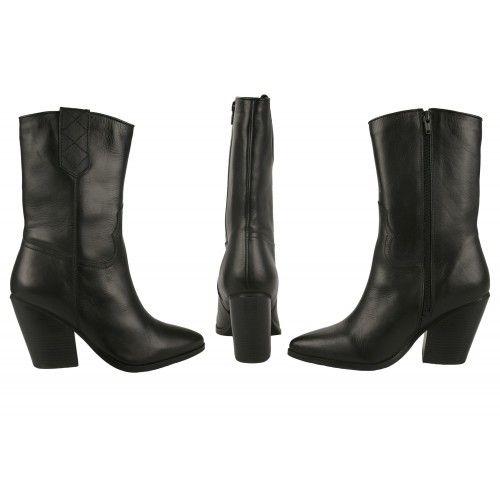 Medium style cowboy boots...