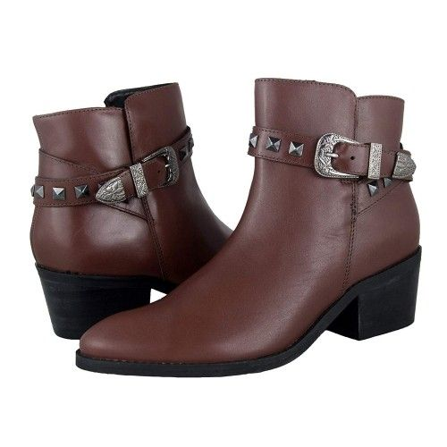 Ankle boots with wide heel...