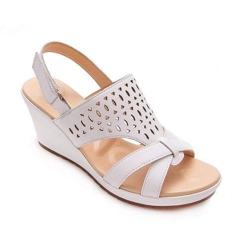 Sandalias de piel de mujer...