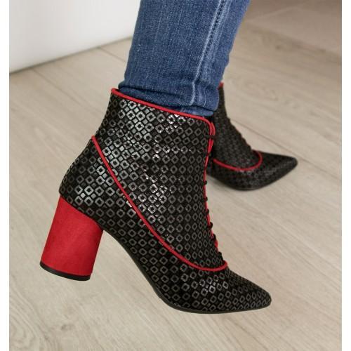 Botas de piel con tacón...